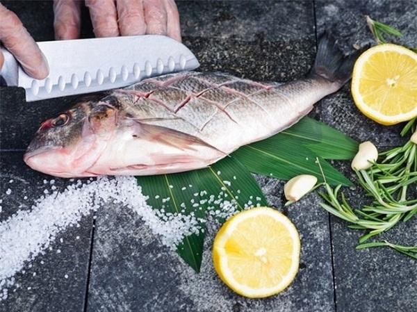4 mẹo nhỏ mà có võ giúp khử mùi tanh của cá chỉ trong nháy mắt, nguyên liệu nhà nào cũng có!