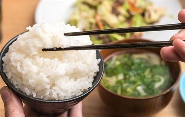 5 sai lầm khi ăn cơm cực kỳ có hại cho sức khỏe