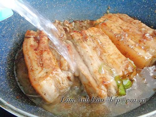 Bao nhiêu cơm cũng hết với thịt rim nước dừa tươi