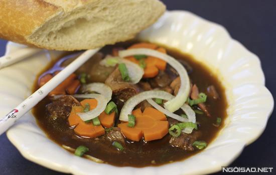Bò kho đậm đà, ăn với bánh mì cho ngày chán cơm