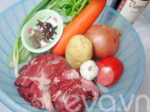 Bò nấu sốt vang nóng hổi ngày mưa