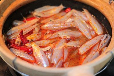Cá bống trắng kho nước dừa thơm lừng, ăn rất hao cơm