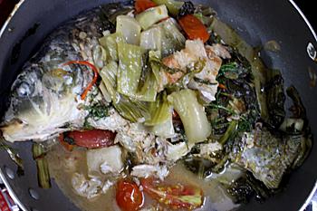 Cá chép om dưa và thịt ba chỉ cho ngày cuối tuần quây quần