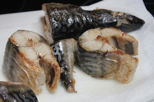 Cá kho gừng sả thơm ngon, đậm đà