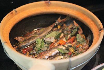 Cá nục suôn kho lá húng quế thấm vị, ngon cơm