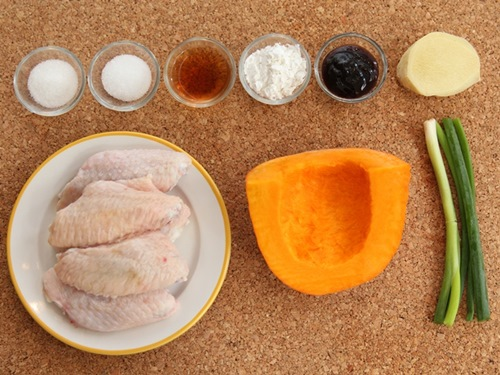 Cách làm cánh gà hấp bí đỏ nóng hổi, cực ngon