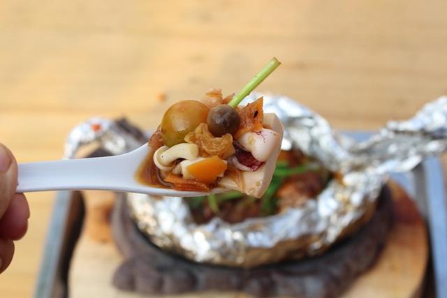 Cách làm đậu hũ hải sản hấp giấy bạc mềm thơm