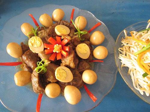 Cách làm món bắp bò kho trứng cút ngon lạ