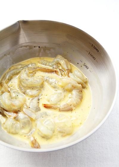 Cách làm món tôm chiên xốt dứa chua ngọt ngon cơm