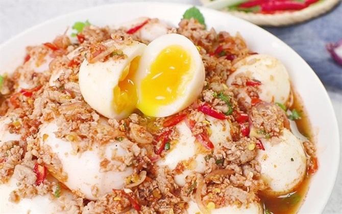 Cách làm món trứng lòng đào sốt Thái...