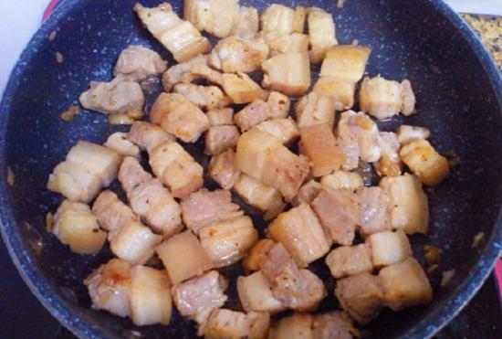 Cách làm thịt ba chỉ kho dưa chua đưa cơm