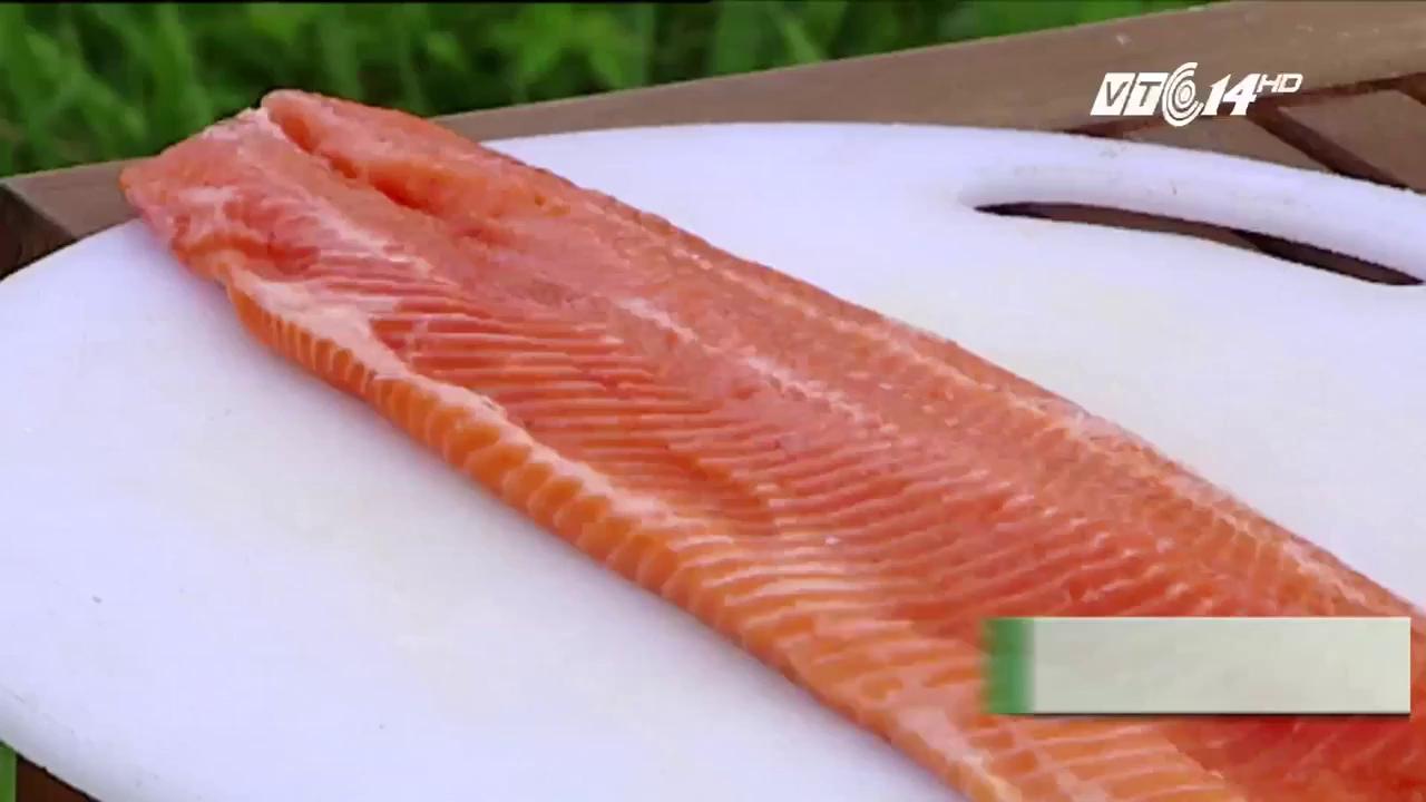 Cách phân biệt cá hồi nuôi và cá hồi tự nhiên
