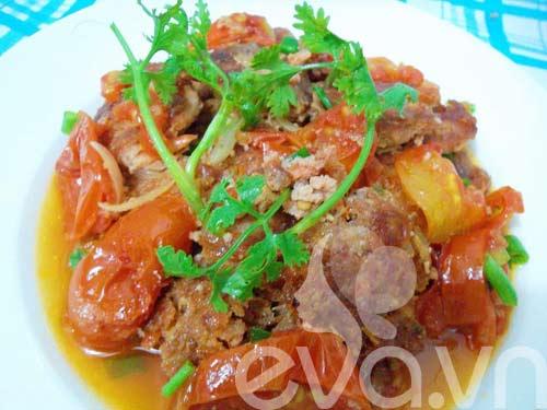 Chả tôm thịt xốt cà chua nóng hổi