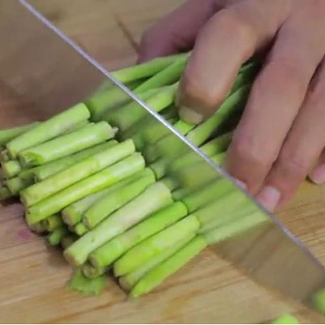 Chăm chỉ ăn loại rau này hàng tuần, sức khỏe của chị em và đấng lang quân sẽ được cải thiện đáng kể, đặc biệt là 'chuyện ấy'!