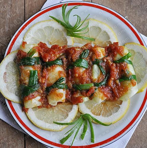 Cơm ngon với món bắp cải cuộn thịt sốt cà chua
