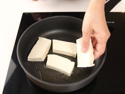 Cơm tối có đậu phụ sốt tương đảm bảo cơm hết trong nháy mắt