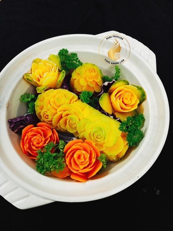 Đã mắt ngắm món bún đậu mắm tôm 'nở hoa' và loạt món ăn được trang trí 'đẹp tới từng centimet' của mẹ đảm Sài Gòn