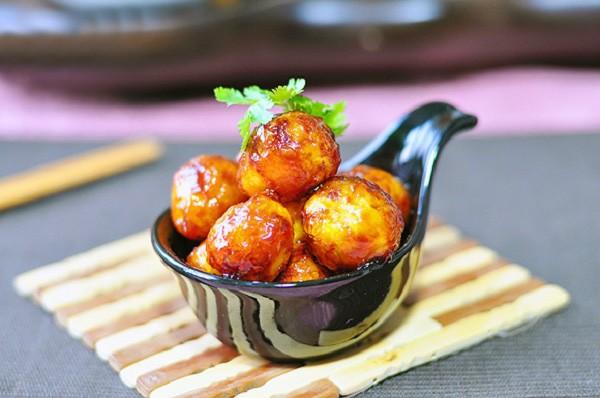 Đãi cả nhà với món trứng cút sốt chua ngọt