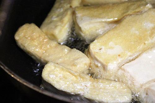 Đậu hủ chiên xốt nấm và tôm