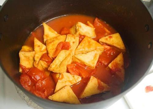 Đậu phụ sốt cà chua thơm ngon, ấm nóng