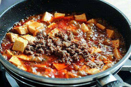 Đậu phụ Tứ Xuyên cay nồng ăn với cơm nóng thì không gì tuyệt bằng