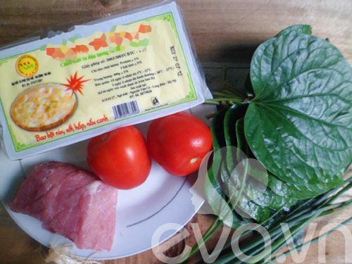 Đậu phụ xốt cà chua cùng bò viên lá lốt