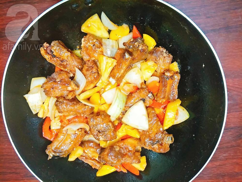 Đổi món cho bữa tối với sườn rim dứa chua ngọt hao cơm