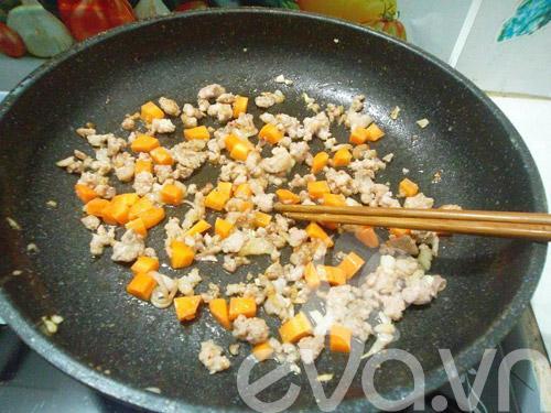 Đổi món với nui xào thịt cho cả nhà