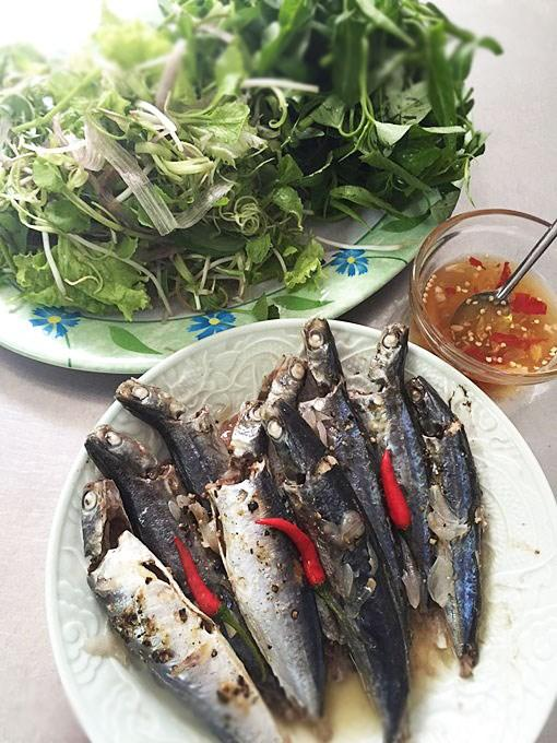 Đổi vị với cá nục suôn hấp cuốn bánh tráng