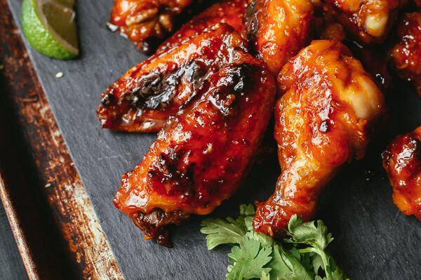 Đổi vị với cánh gà nướng rim nước mắm tỏi