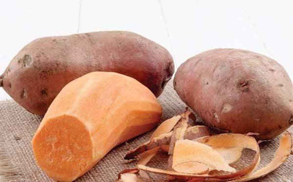 Gọt vỏ khoai lang trước khi hấp liệu có nên? Đây là những sai lầm phổ biến khiến khoai khi hấp kém thơm ngọt