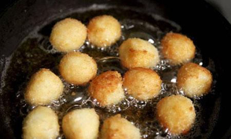 Học nhanh cách làm trứng cút om nấm cho ngày nắng oi