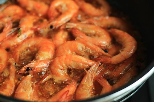 Hướng dẫn làm tôm sốt cà chua thơm ngon, hấp dẫn