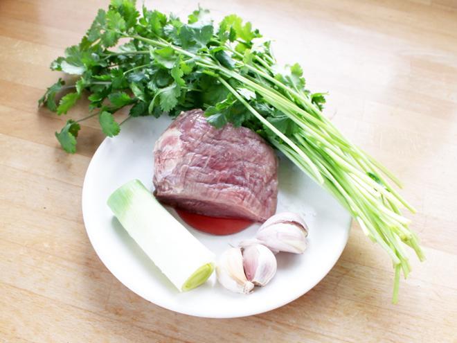 Không cần gừng, xào thịt bò chỉ cho thứ rau này sẽ thơm ngon hơn hẳn