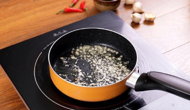 Không chiên cũng chẳng luộc, chế biến đậu hũ theo cách này sẽ tạo ra hương vị mới lạ, đặc biệt phù hợp với hội chị em cứ đến đêm là đói!