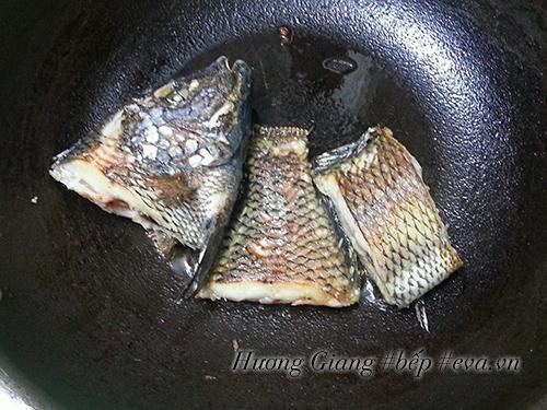 Không ngờ kho cá kiểu này lại ngon và tốn cơm đến thế