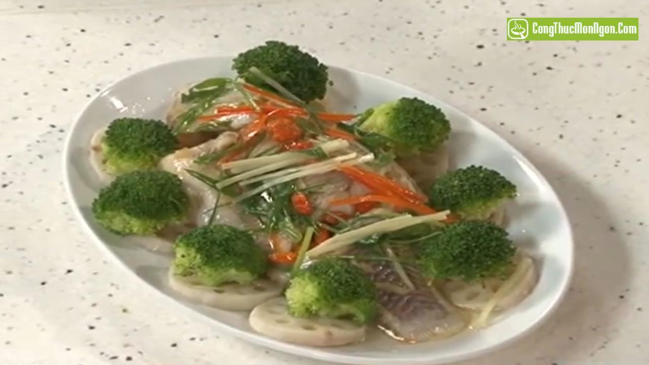Làm món cá hấp củ sen ngon lành, bổ dưỡng