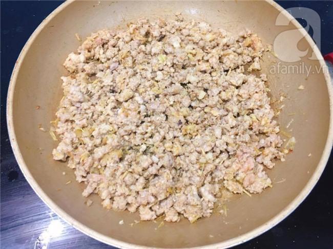 Làm thịt bằm chưng mắm tôm cho bữa cơm thêm ngon ngày mưa