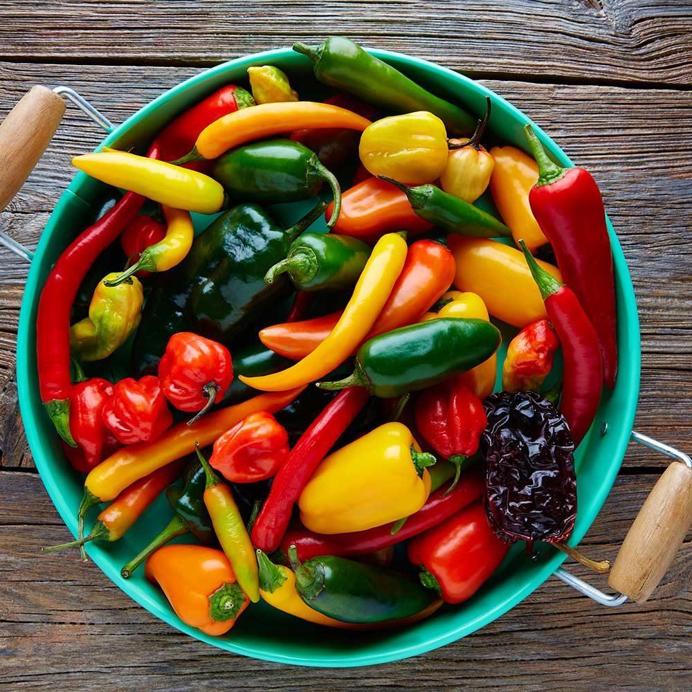 Lỡ ăn ớt quá cay hay bị phỏng ớt, hãy găm ngay các mẹo này để xử lý nhanh nhé!