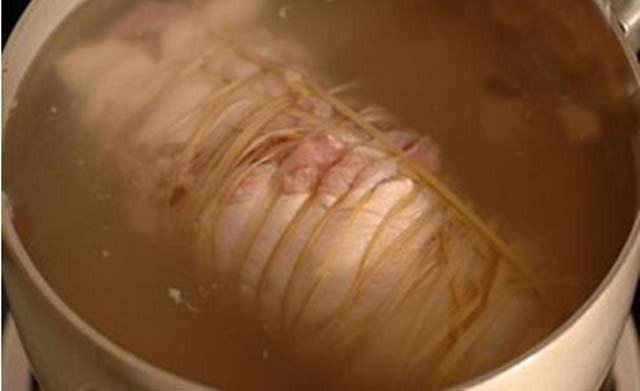 Luộc thịt thêm vài giọt này, thịt thái mỏng tang lại còn mềm, thơm, trắng tinh