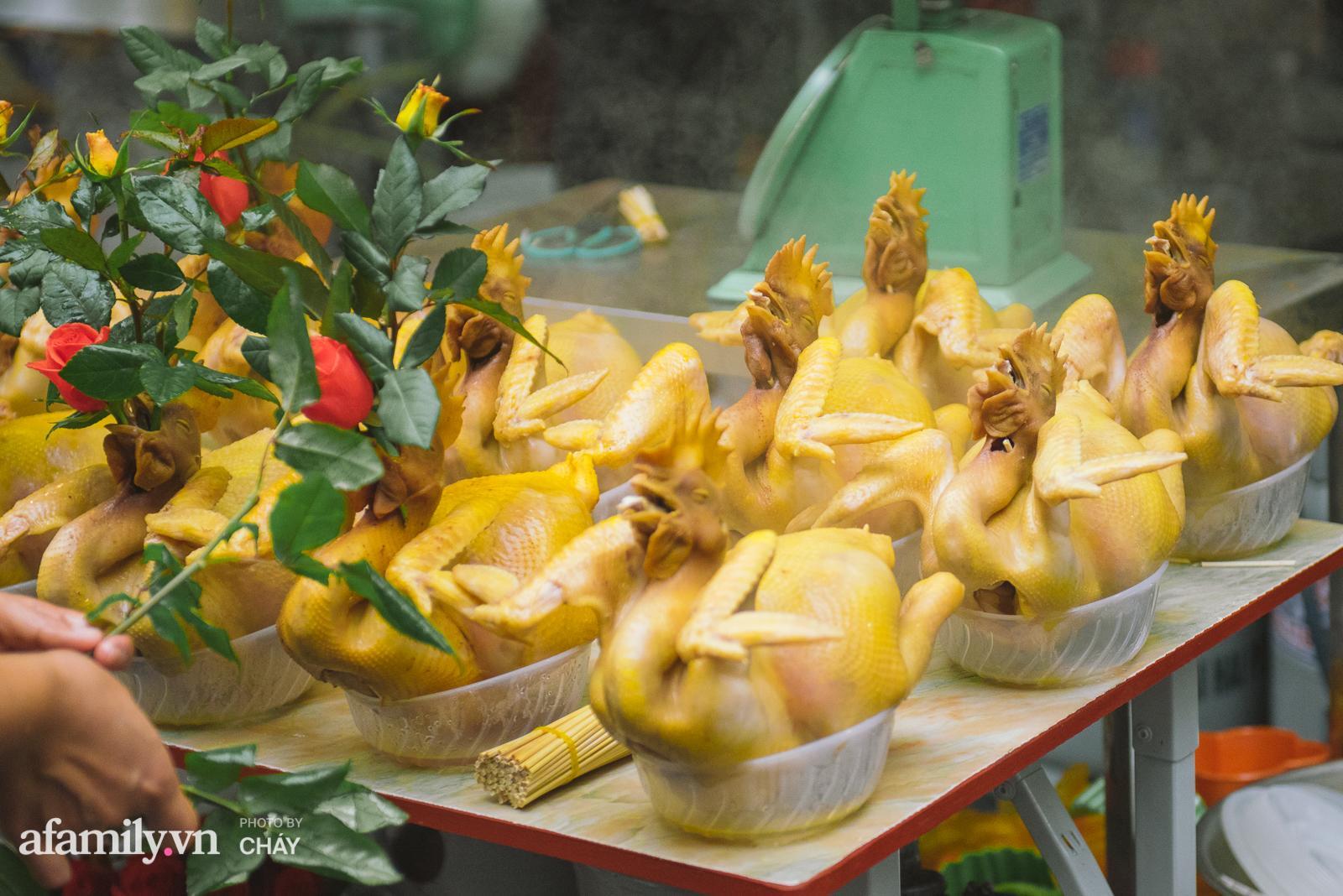 Lý do gà luộc là món không được phép thiếu trong mâm cỗ Việt, kén được