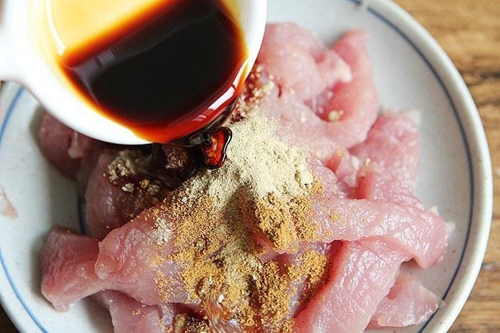 Mẹo làm thịt thăn lợn xào mềm ngọt, không dai, ăn ngon mà không sợ béo
