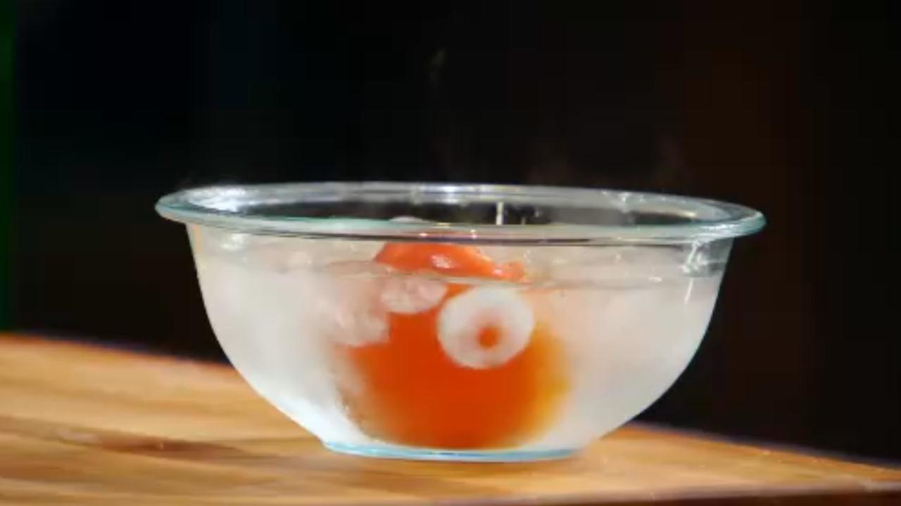 Mẹo lột vỏ cà chua nhanh, mịn không bị nát nhũn như siêu đầu bếp