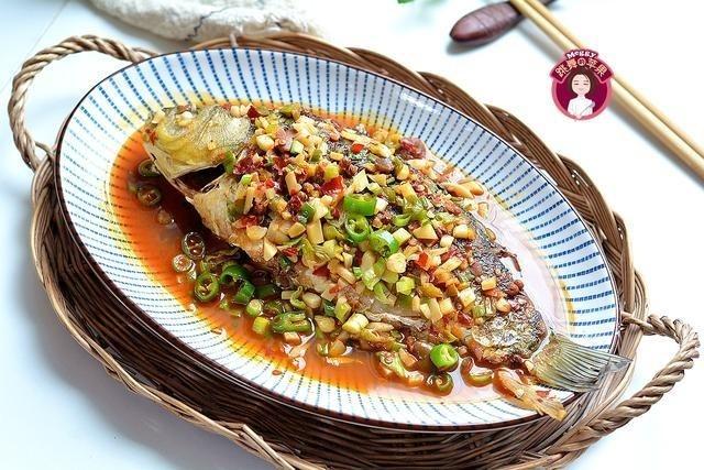 Món cá hấp chỉ cần thêm gia vị này đảm bảo không còn mùi tanh, ăn hoài không hề ngấy ngán