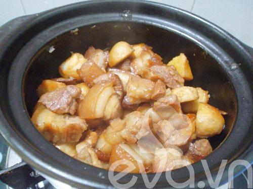 Món thịt om khoai sọ kiểu mới