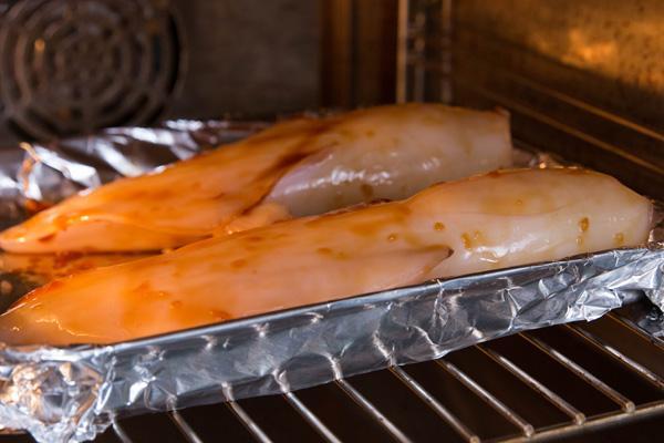 Mực nhồi cơm với sốt teriyaki nóng hổi của Nhật Bản