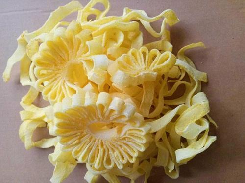 Mứt dừa hình hoa cúc khiến chị em phát cuồng dịp Tết