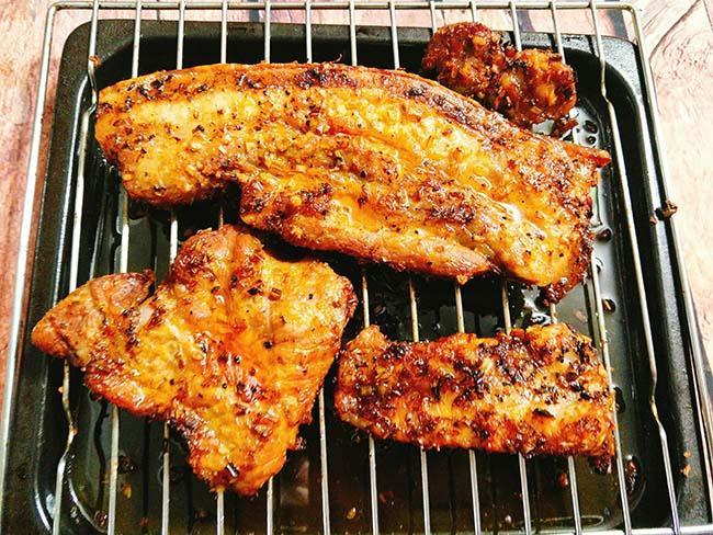 Nắng nóng thế này, mang thịt đi phơi làm ba chỉ một nắng thì ngon hết ý