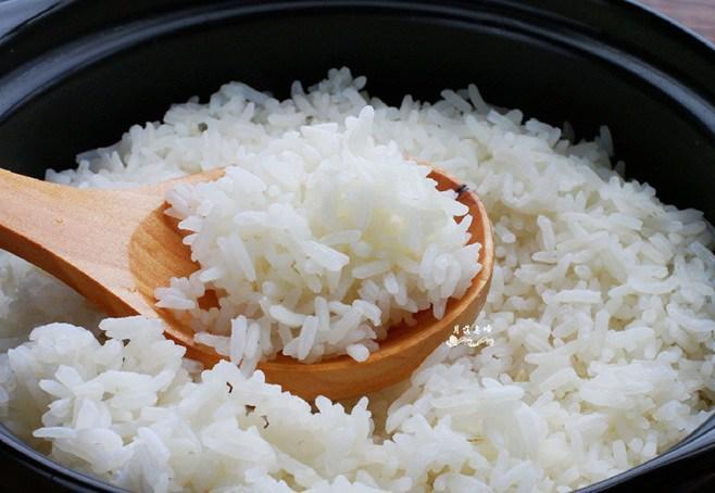 Nấu cơm không dẻo được như nhà hàng, đầu bếp mách do làm sai ngay từ đầu