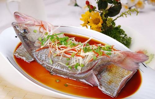 Nên dùng nước nóng hay nước lạnh khi nấu ăn ?